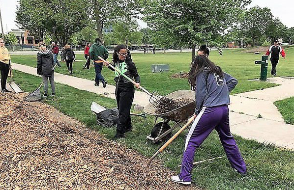 Elkhart students volunteer to 'pay back' Elkhart Education Foundation grants
